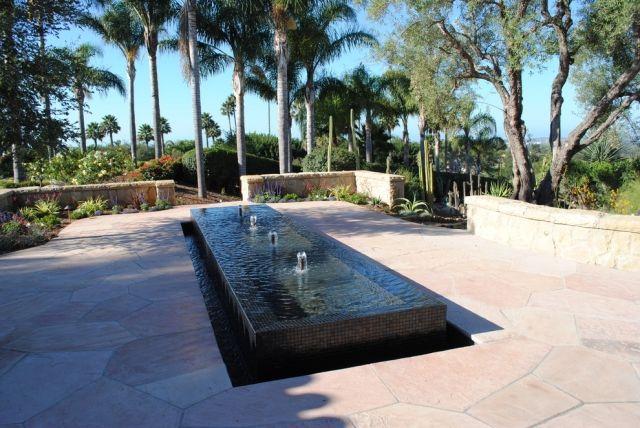 minimalistischer wasserbrunnen design gestalten rechteckig - terrassengestaltung mit wasserbecken