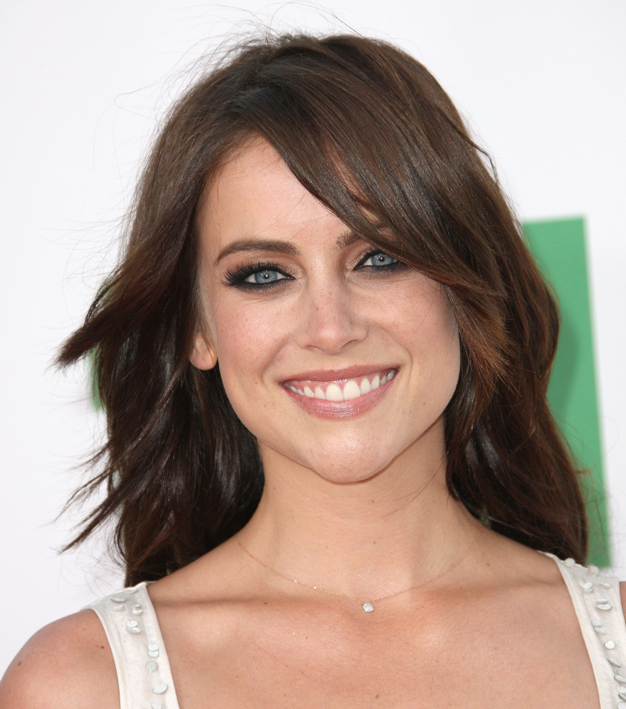 Frisuren Fur Herzformige Gesichter In 2020 Jessica Stroup Herzformiges Gesicht Gesicht