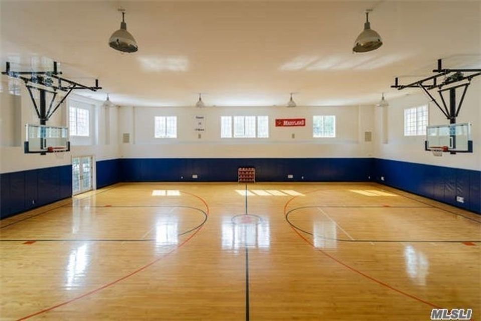 355 Wheatley Rd Old Westbury Ny 11568 8 650 Sf 9 Bed 6 Full 1 Half Bath Five Chimney S Home Basketball Court Old Westbury Indoor Basketball Court