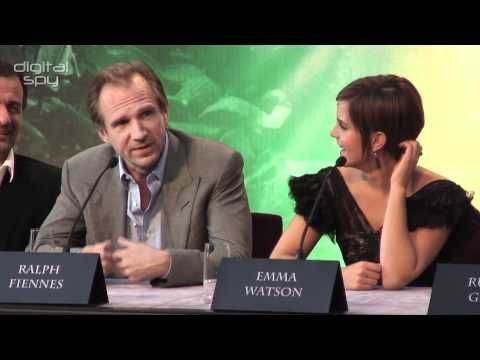 Ralph Fiennes reveals what Voldemort was wearing under his cloak - YouTube