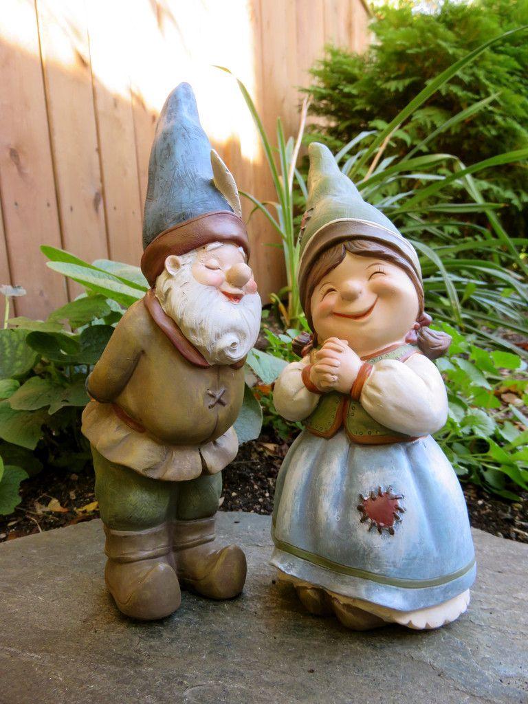 2 Garden Gnomes Elf Statue Yard Ornaments Figurines Boy Kissing Girl Resin  9 In.
