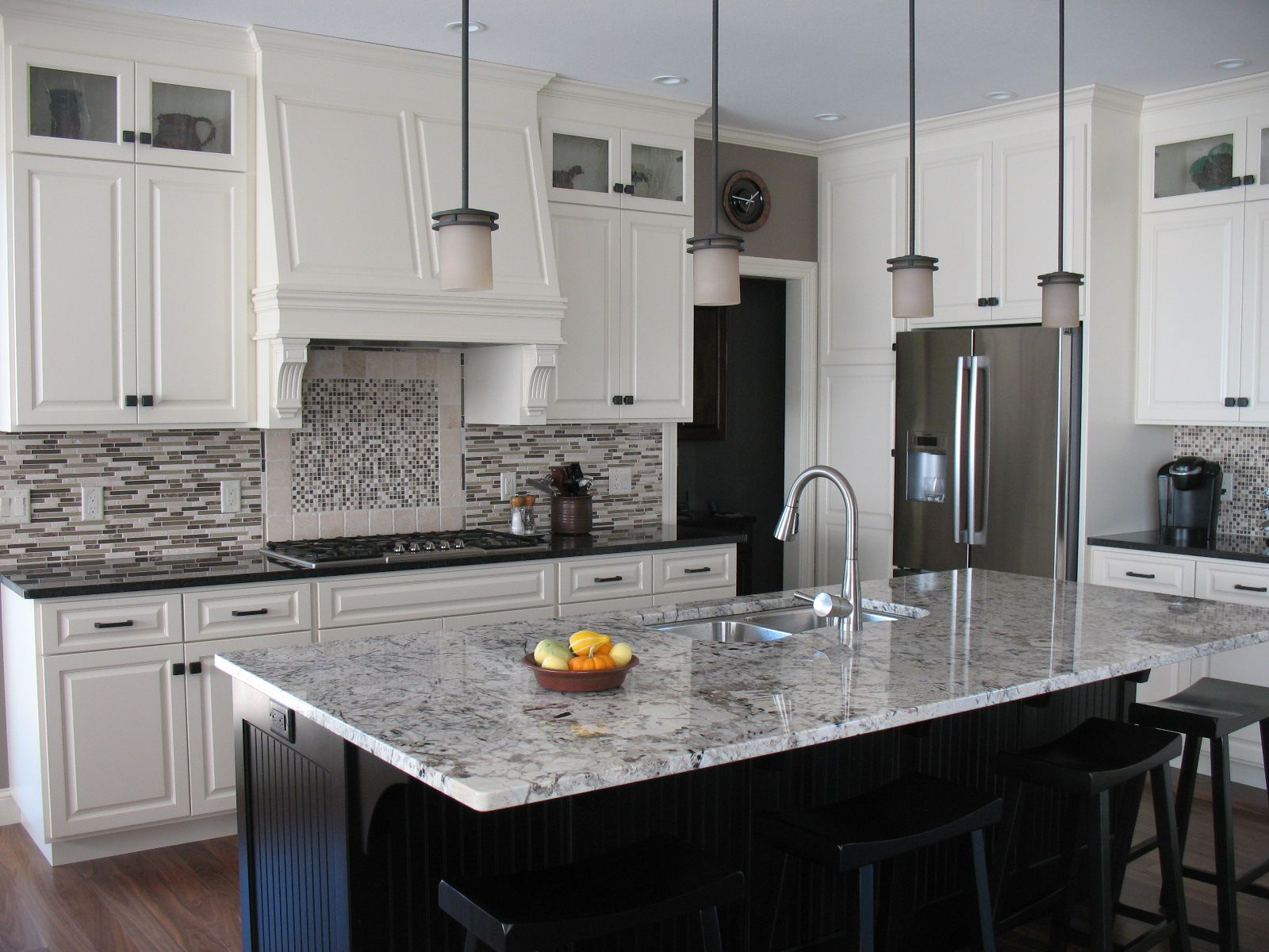This beautiful contemporary kitchen utilizes Alaskan White
