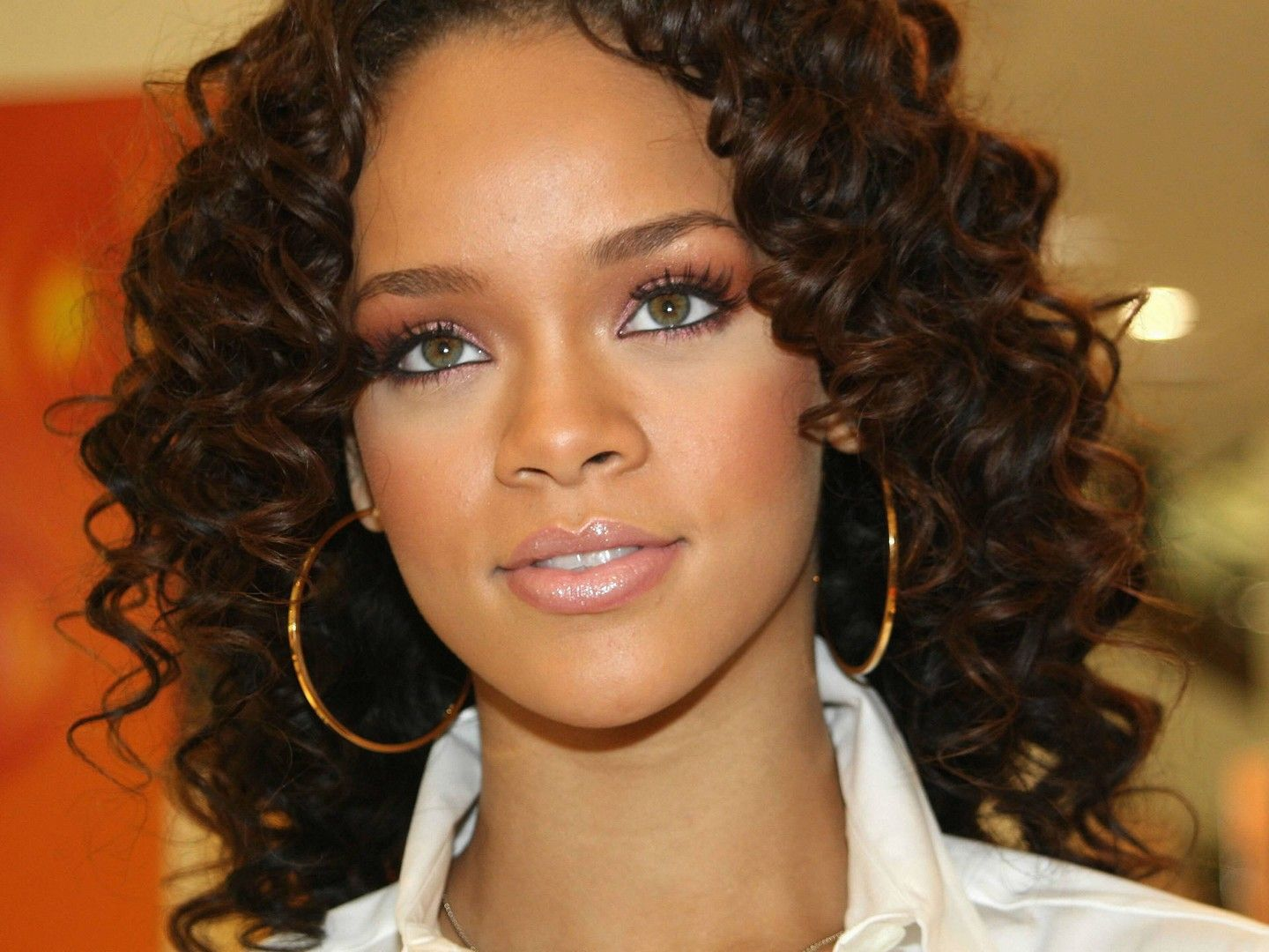 Rihanna Hairstyles: One Of The Best Eyes I've Ever Seen. Hazel Green Sexy Eyes