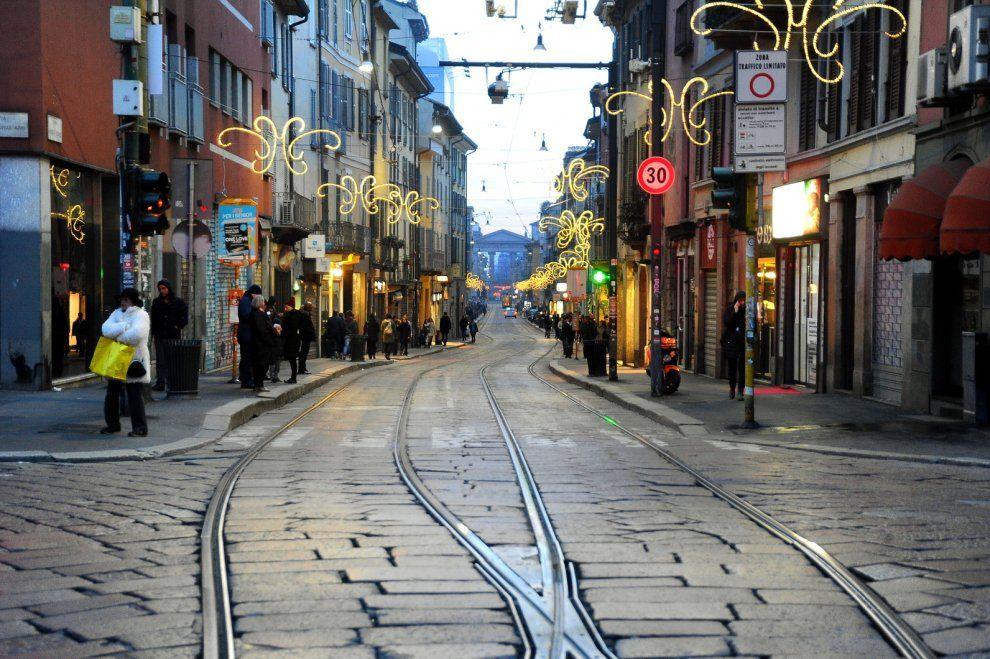 Milano, dopo la festa la città dimentica le auto e crea un'atmosfera magica
