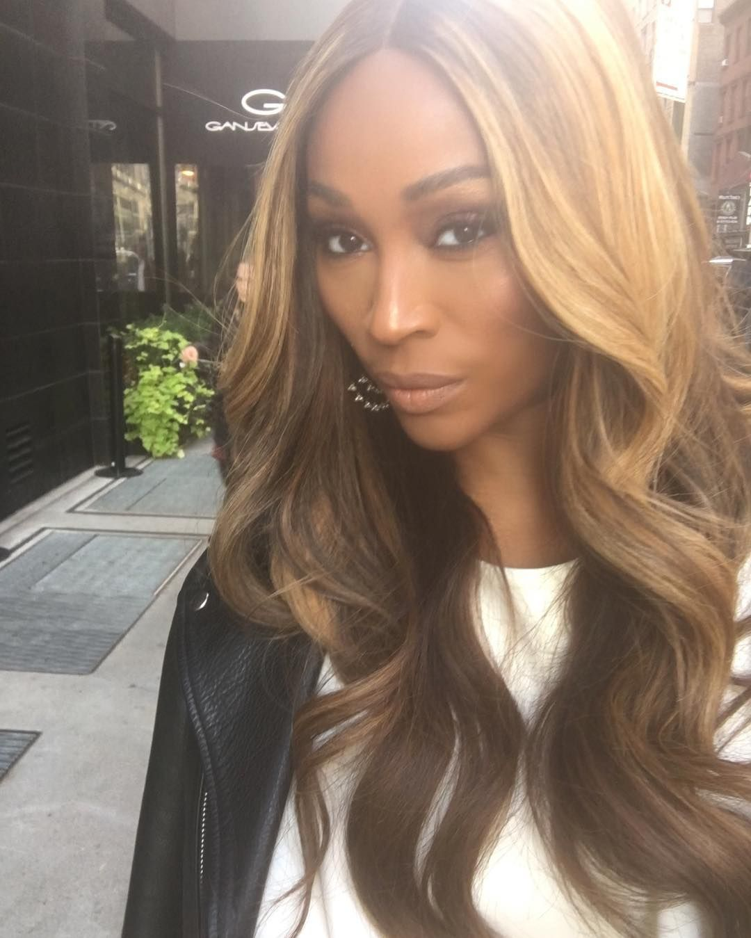 This Is What 50 Looks Like Cynthia Bailey Strips Down In Her Birthday Suit For Her Big 50 Check O Hair Styles Blonde Highlights On Dark Hair Long Hair Styles