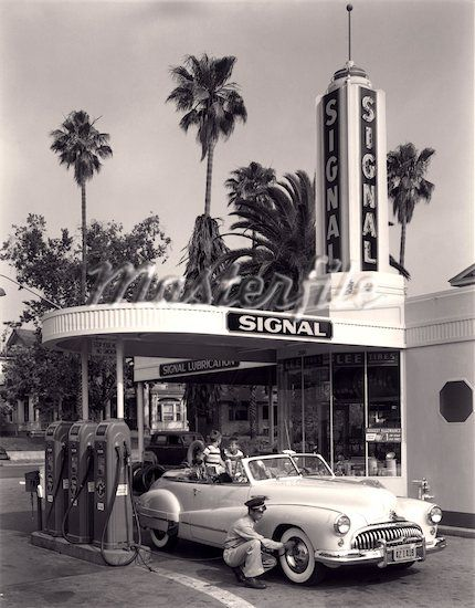 1950s FAMILY IN CONVERTIBLE CAR GAS STATION ATTENDANT CHECK TIRE