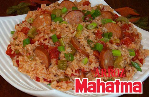 """Prepara un almuerzo sencillo y delicioso con nuestro Arroz Blanco Mahatma, salchichas, pimientos, tomates y cebolla: """"Arroz Creole""""."""