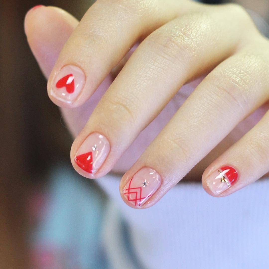 Minimalist nail art designs | negative space nails | decorado de ...