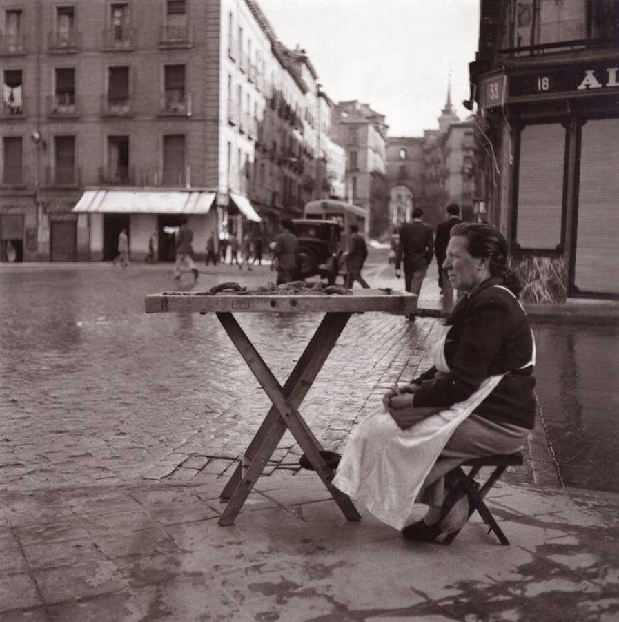 Vendedora de churros en la calle toledo 1950 foto catal for Roca toledo