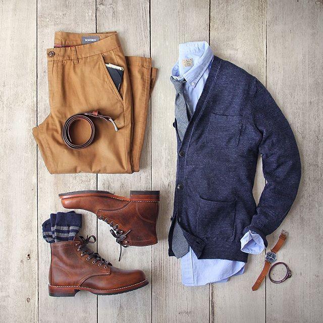 Rain, rain, go away. Boots: @wolverine 1000 Mile Evans–lug sole Cardigan: @grayers Pants: @bonobos Socks: @americantrench Wallet: @bisonmade Belt: @tannergoods Shirt: @jcrew Watch: @tsovet Bracelet:...