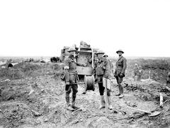Australian gunners loading a howitzer gun, Ypres, September 1917.