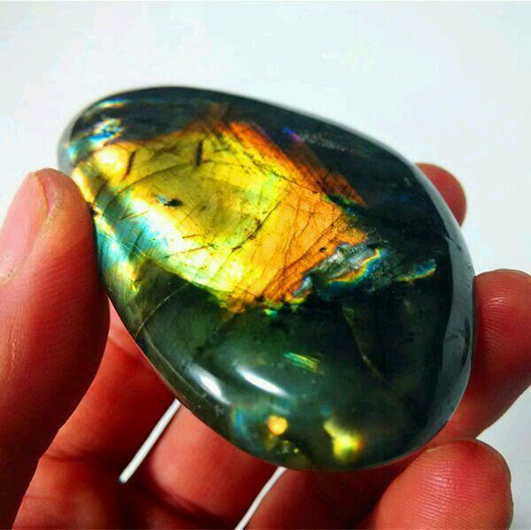 حجر اللبرادورايت الافريقي With Images Labradorite Crystal Labradorite Crystals