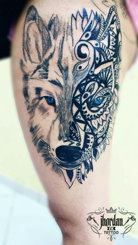 Tatuagem lobo estilizado na coxa feminina tattoolobo