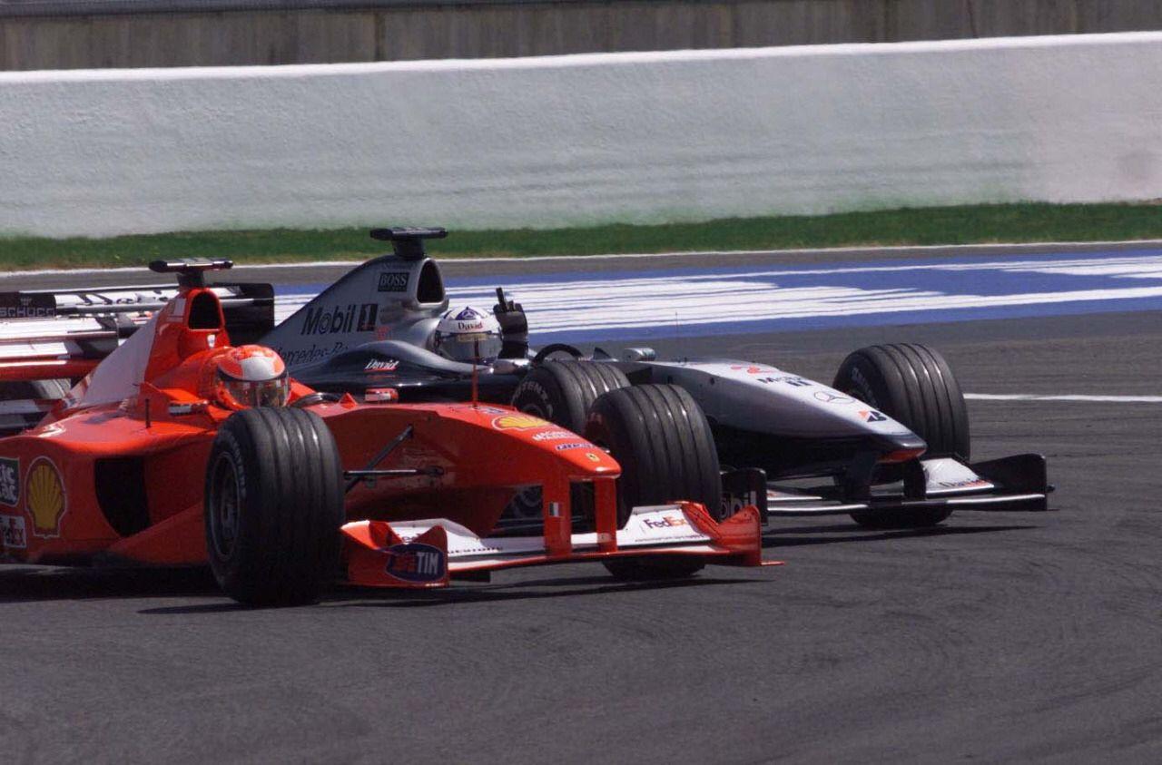 Michael Schumacher su Ferrari F1-2000 e David Coulthard su McLaren MP4/15 GP Francia Magny-Cours 2000