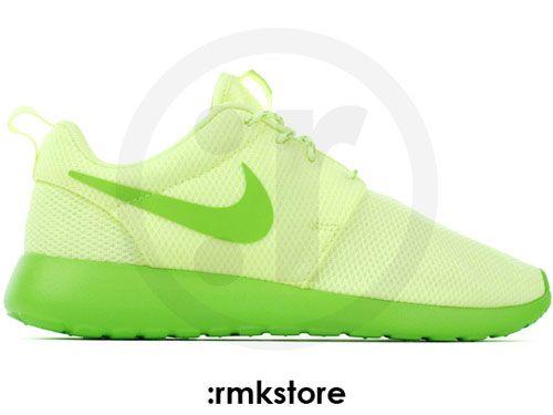 3ea2047915a6 Nike WMNS Roshe Run - Liquid Lime Action Green
