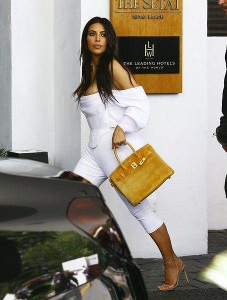 Kim Kardashian Photos - The Kardashians Go Shopping in Miami - Zimbio