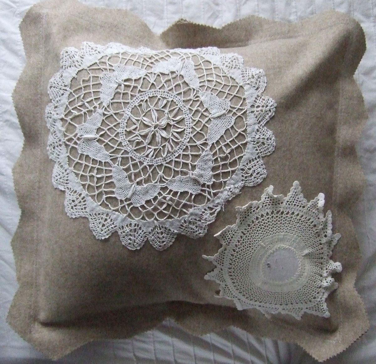 Doily cushion cover reciclar tapetes pinterest butterfly