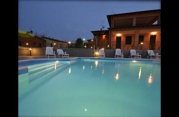 Italians love their food - and if you are after a foodie break on a budget, then this apartment situated just outside Sirmione is perfect. www.lemontreerentals.com/property/2886