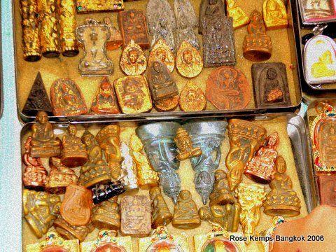 Amulet Market next to Wat Mahathat Bangkok Gold Jewelry