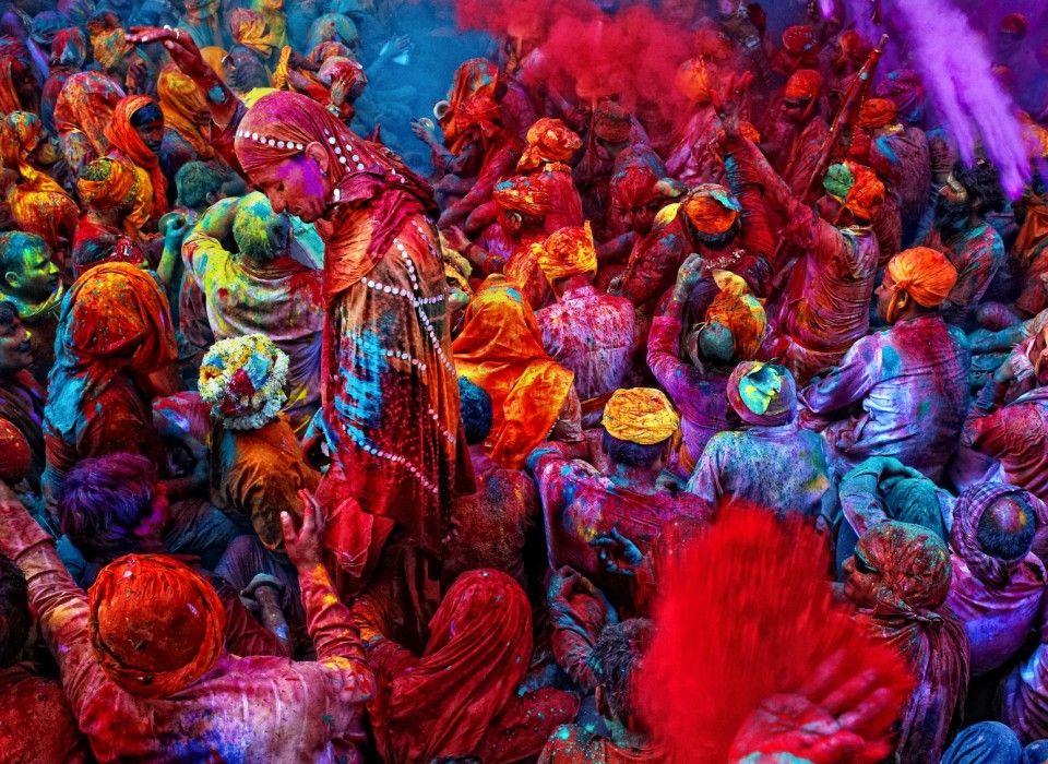 """Arriva dall'India, è la tradizionale """"Festa di Primavera"""" all'insegna dei colori e dell'amore. L'Holi Festival è una ricorrenza che ha origini antichissime, celebra l'arrivo dell'estate e prevede canti, balli e il lancio di polvere colorata sul corpo e sui volti. Adesso è pronta a sbarcare in Italia, con un calendario di date, in numerose città ..."""