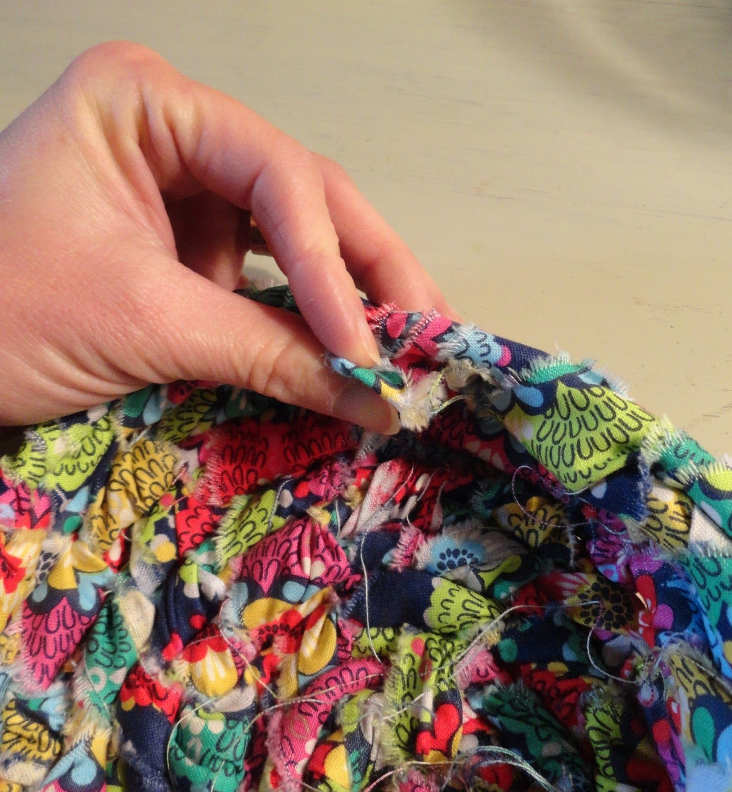 Holy Craft: Woven clothesline scrap fabric basket tutorial #scrapfabric