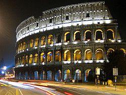 Roma es una ciudad que atrae visitantes de todo el mundo gracias a sus impresionantes monumentos y restos arqueológicos procedentes de la Antigüedad.