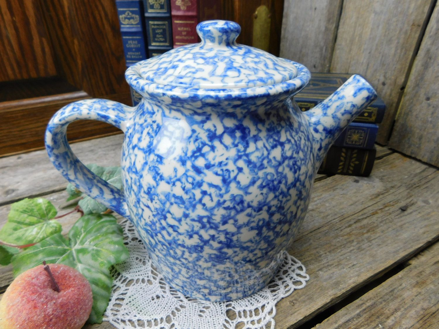 Vintage Henn Pottery Country Home Collections Blue Spongeware Teapot By Allthatsvintage56 On Etsy Pottery Patterns Pottery Tea Pots