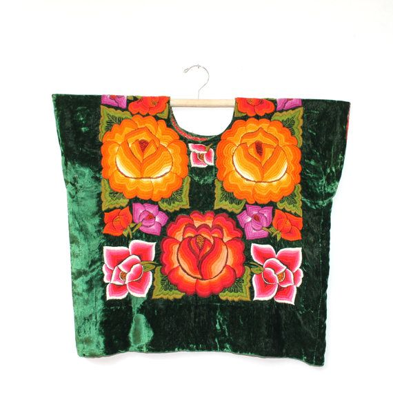 Huipil gala en terciopelo verde y flores by shkaalacoleccion