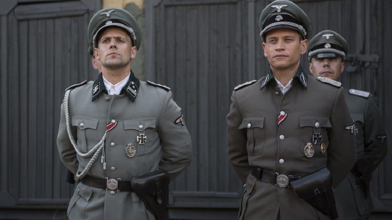 En 1944 Un Valiente Grupo De Soldados Rusos Logra Escapar De La Cautividad Alemana En Un Tanque T 34 Medio Destruido In 2020 Movies Full Movies T 34