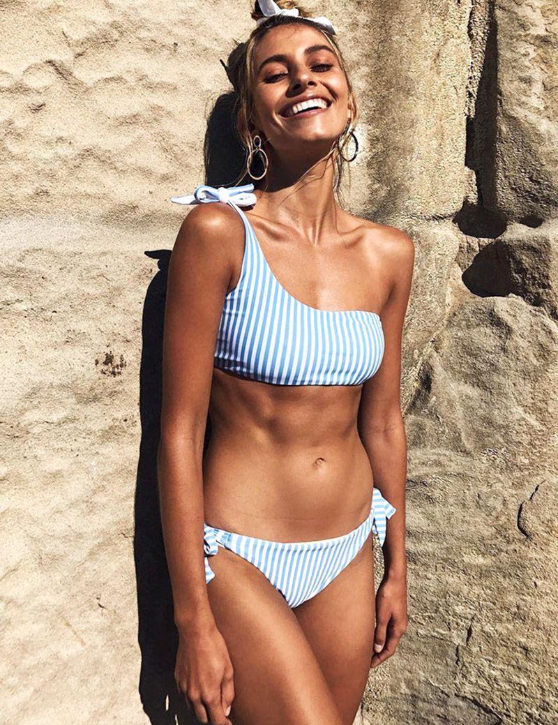 105e1b08c96c comprar COOCLO 2018 un hombro Bikini vendaje rayas traje de baño ...