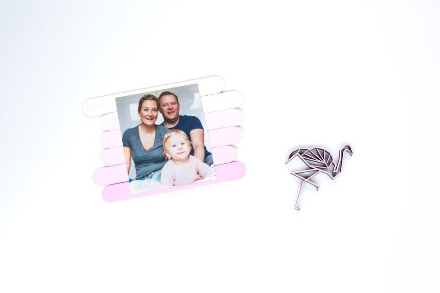 DIY - Basteln mit Kindern: Bilderrahmen aus Eisstielen bemalt im ...