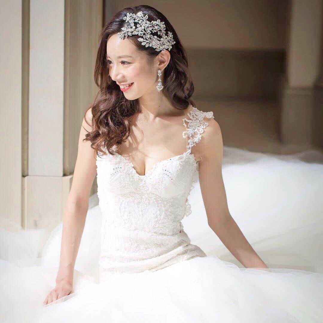 1c9bf93a320a5 思わずうっとり♡花嫁憧れのドレス「ガリアラハヴ」の魅力が伝わるお座り ...