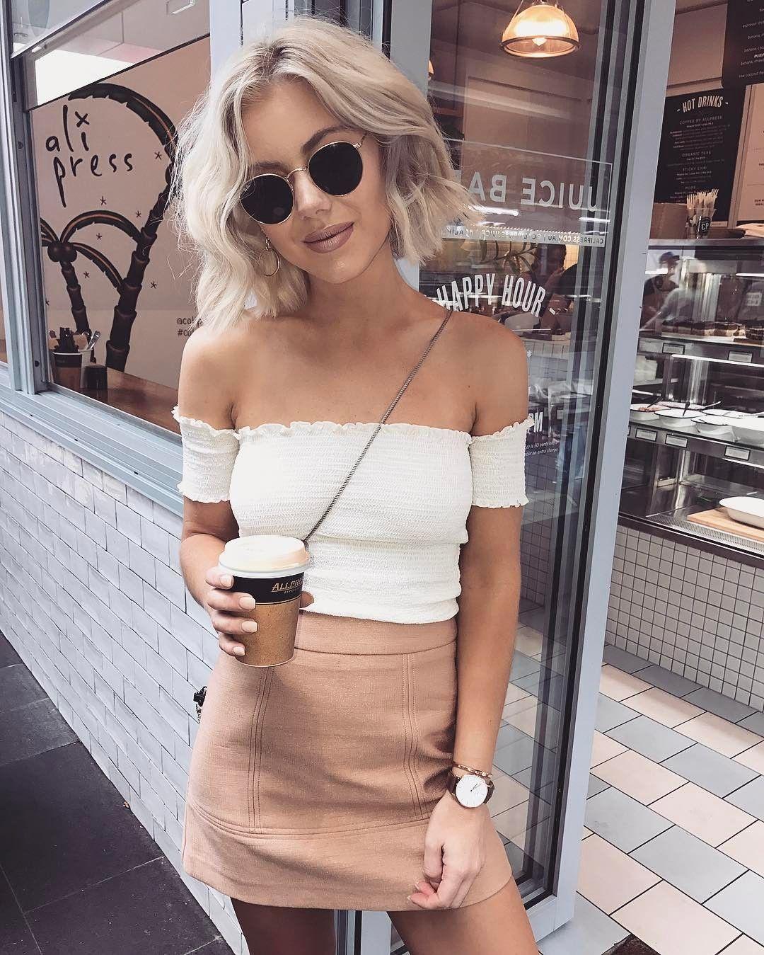 """Gefällt 6,037 Mal, 57 Kommentare - Laura Jade Stone (@laurajadestone) auf Instagram: """"Always drinking coffee  ☕️☕️"""""""