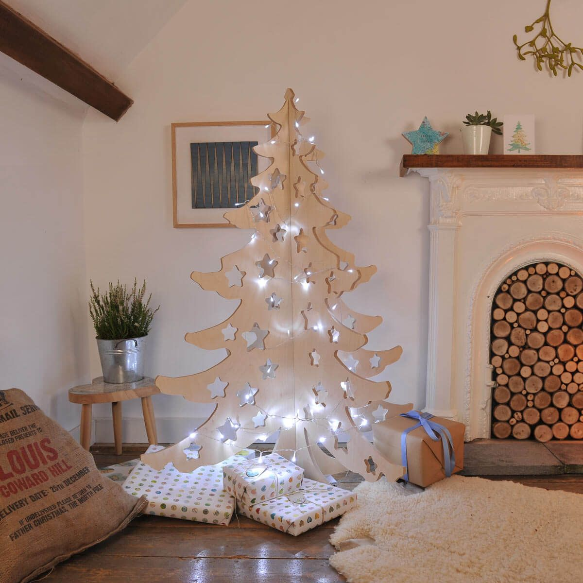 12 Cool Traditional Christmas Tree Alternatives Alternative Christmas Tree Contemporary Christmas Decor Modern Christmas Tree