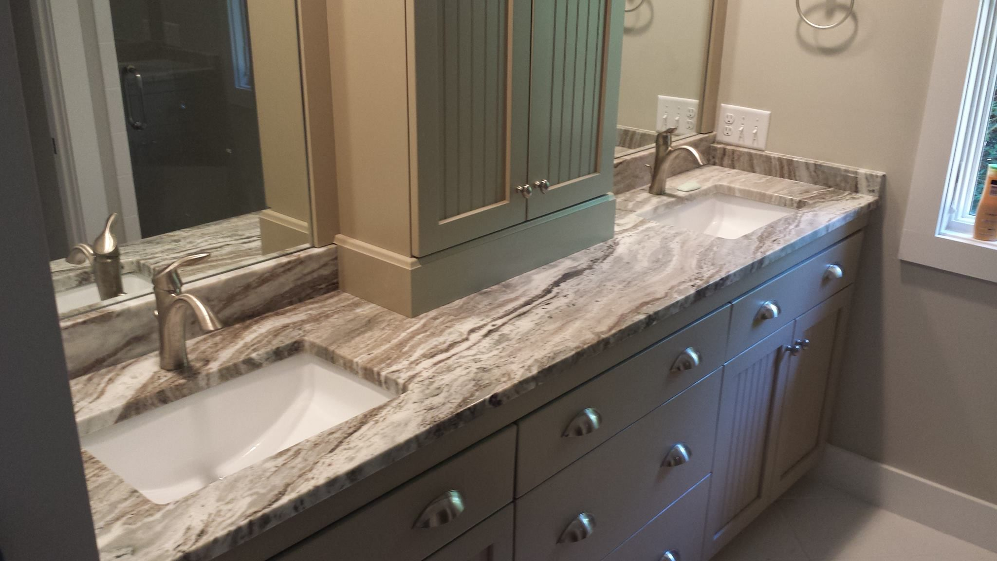 Double Sink Bathroom With Extra Storage Separating Sinks Lovely