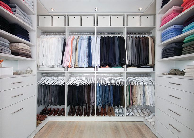 37 luxury walk in closet design ideas and pictures for Walk in closet square footage
