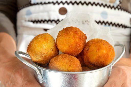 Croquetas De Patata Y Salmón Acompáñalas Además De Una Riquísima Salsa De Yogur Croquetas De Patata Croquetas Croquetas De Salmón