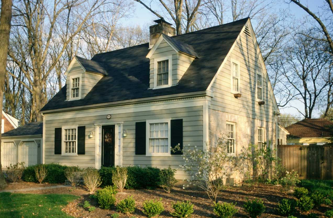 Cape Cod Style Homes With Light Green Wall Paint Color Combine With White Window Cape Cod Haus Hauswand Style At Home