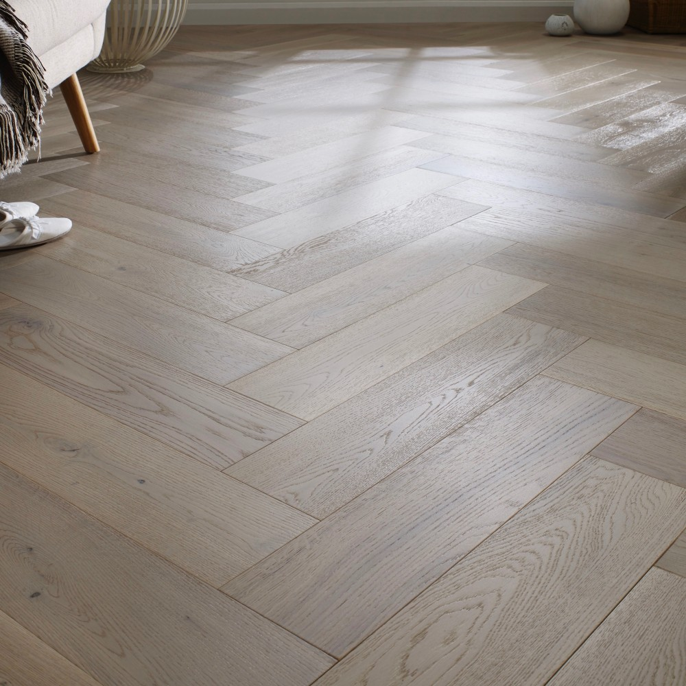 Painswick Glacier Oak 150 X 600 X 14 3mm Engineered Wood Floors Oak Wood Floors Engineered Oak