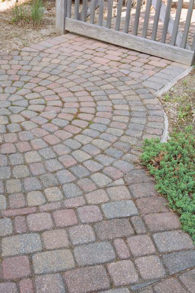 How to Build a Cheap, Easy Patio Brick Pavers, Concrete Patio, Cheap Patio - How To Build A Cheap, Easy Patio In 2018 Courtyard/Gardens