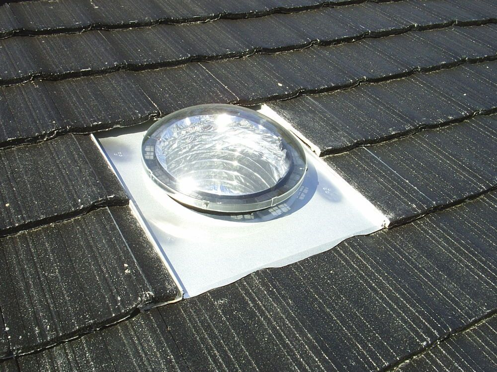 Suntube sunpipe sky light sun tunnel rooflight solar for Sun tunnel light