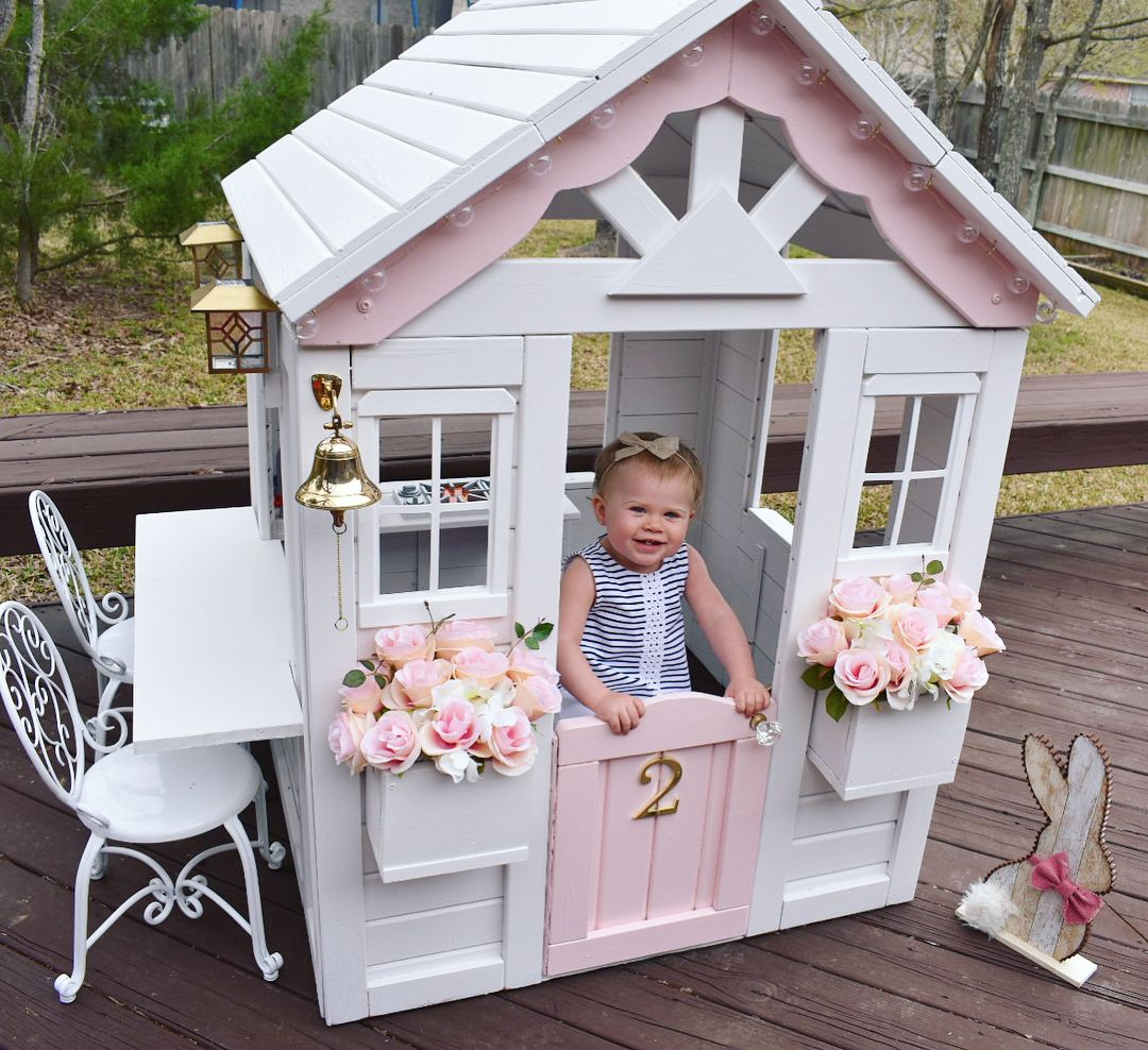 """Chelsey Huskey on Instagram: """"Thanks to GiGi and PaPa's help, we are done with Rose's playhouse!  Swipe  to see the before photo . . . #momlife #momswithcameras…"""" #patiodepapas"""