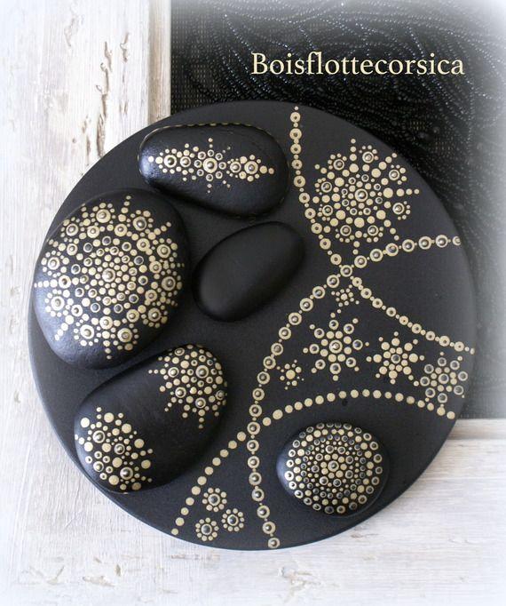 galets de d coration mandala pr cieux a poser sur plateau en bois d cor mandalas. Black Bedroom Furniture Sets. Home Design Ideas