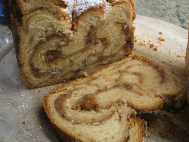 Das perfekte Backen: Marzipan-Hefezopf mit Mandelfüllung-Rezept mit einfacher Schritt-für-Schritt-Anleitung: Butter in der heißen Milch schmelzen lassen…