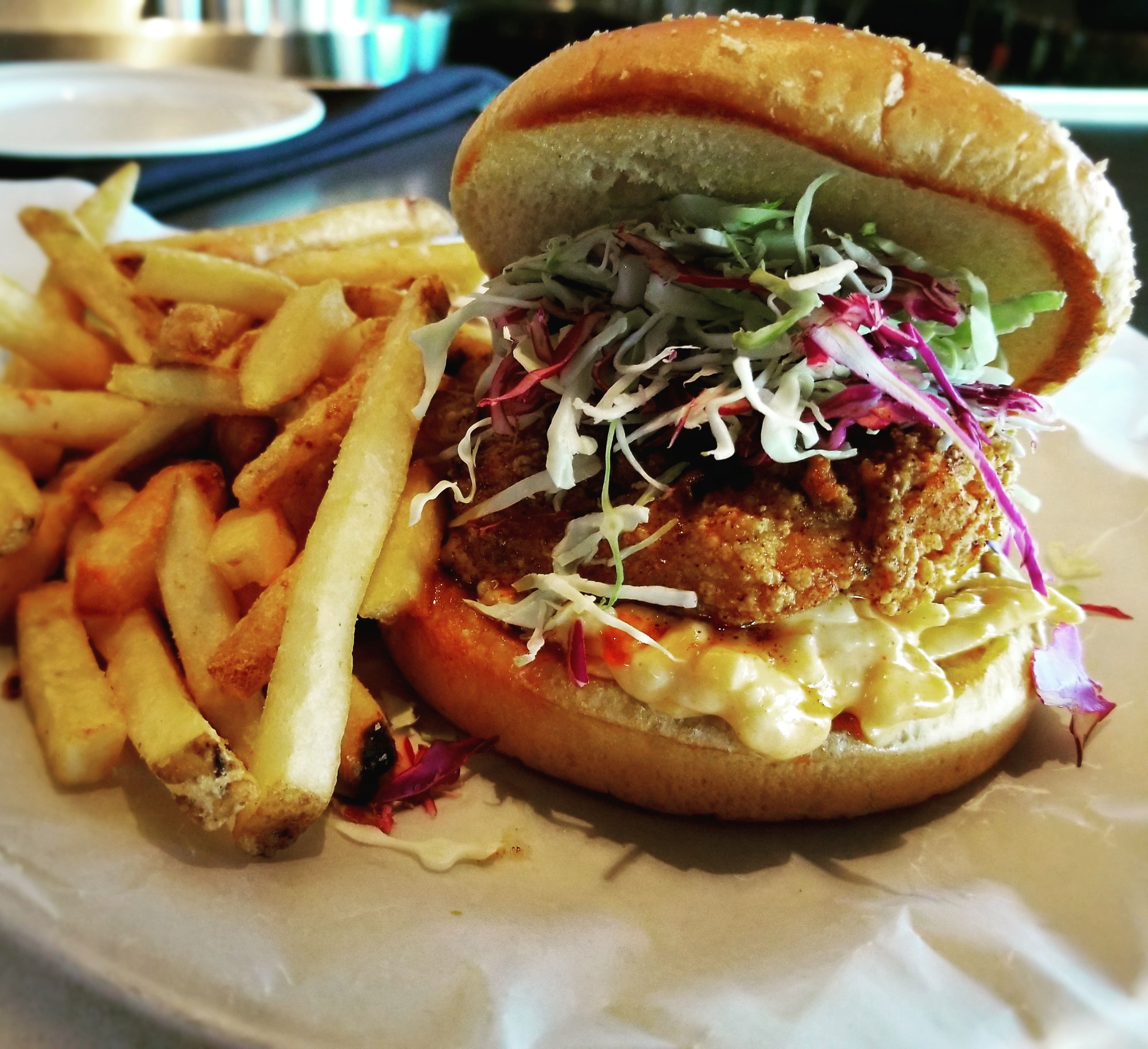 i ate tennessee hot chicken sandwich with spicy slaw and cheesy mayo hot chicken sandwiches food hot chicken pinterest