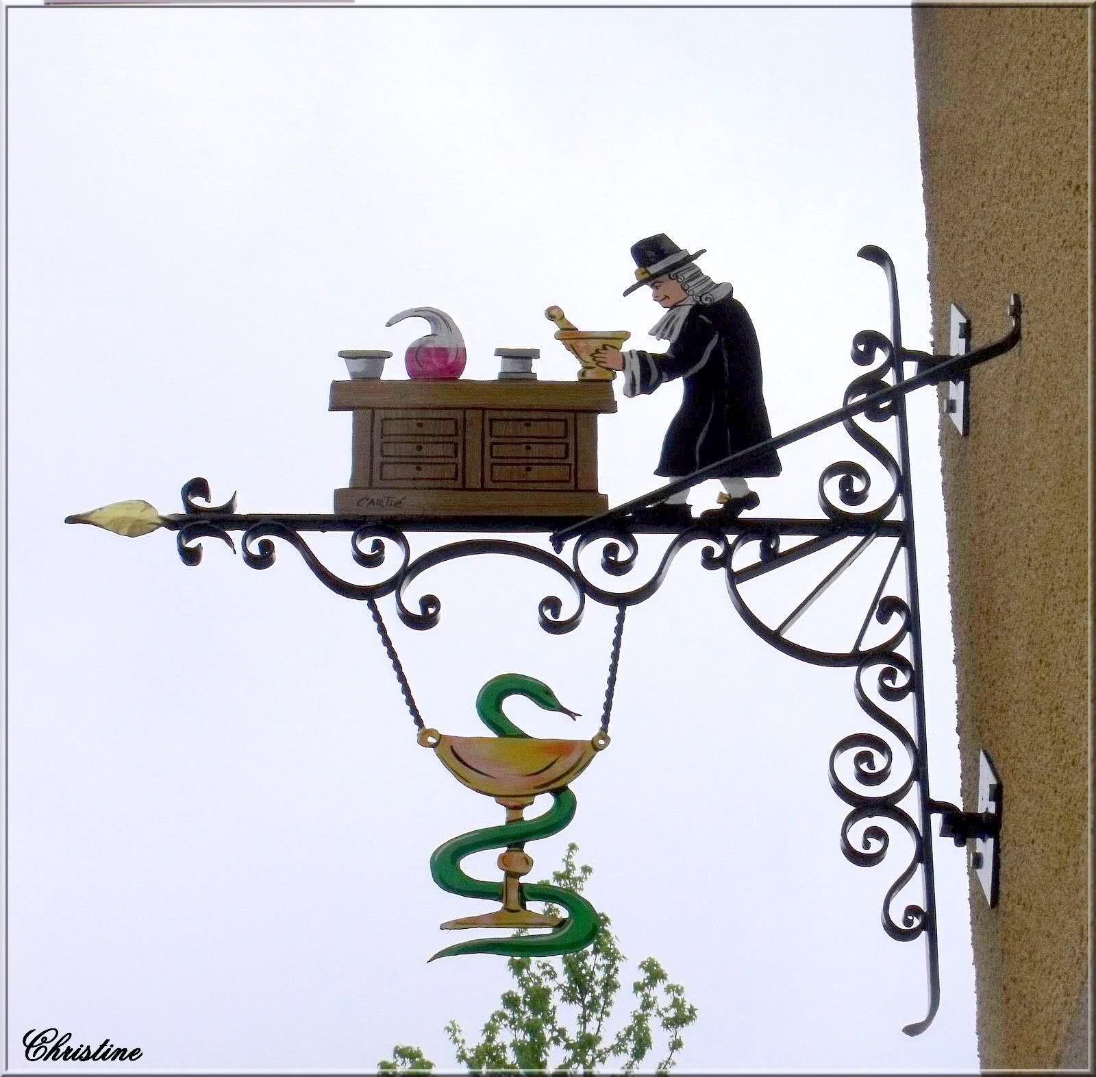 Enseigne Chez l apothicaire Estrablin France