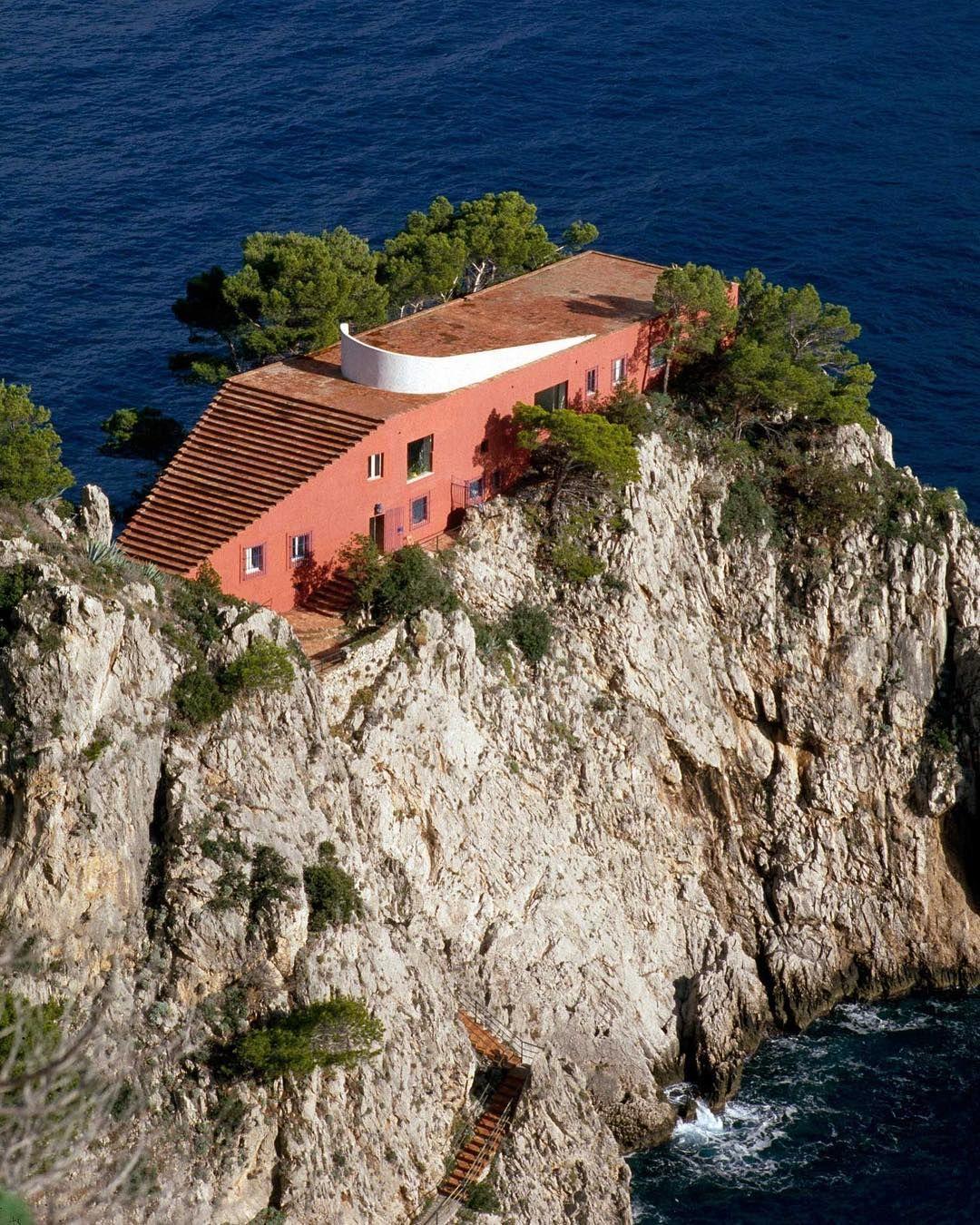 Villa malaparte by adalberto libera in capri italy for Case contemporanee