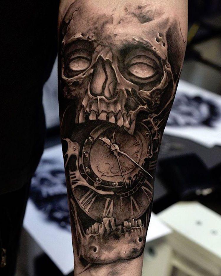 Tatouage Tete De Mort 40 Idees Memento Mori Tatouage En Styles Varies Tatouage D Horloge Tatouages Tete De Mort Tatouage Rose Homme