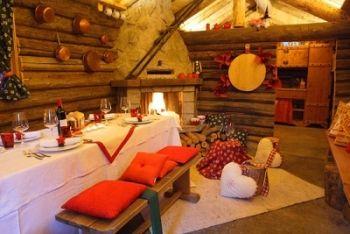 Case Di Montagna A Natale : Un accogliente baita arredata per una notte di capodanno