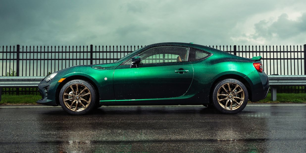 The Toyota 86 Hakone Edition Looks Gorgeous In British Racing Green In 2020 Toyota 86 British Racing Green Toyota